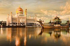 Sultan Omar Ali Saifuddin Mosque. Bandar Seri Begawan, Brunei.