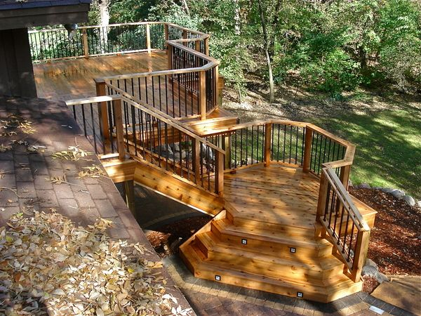 Build Wood Deck Stairs And Landing: Spacious Deck Landing With Wide Stairs