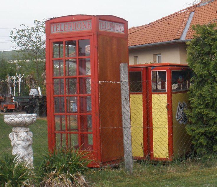 Telefonfülke a Kápolna utcában..