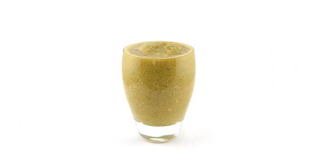 supersnelgezond.nl - groene smoothie voor 1: 100g broccoli of bloemkool, 1 wortel, 1 appel, 25g rozijnen, citroensap, water.