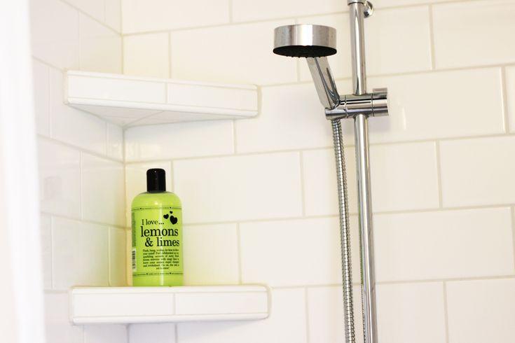 Badrum, hyllor i duschen