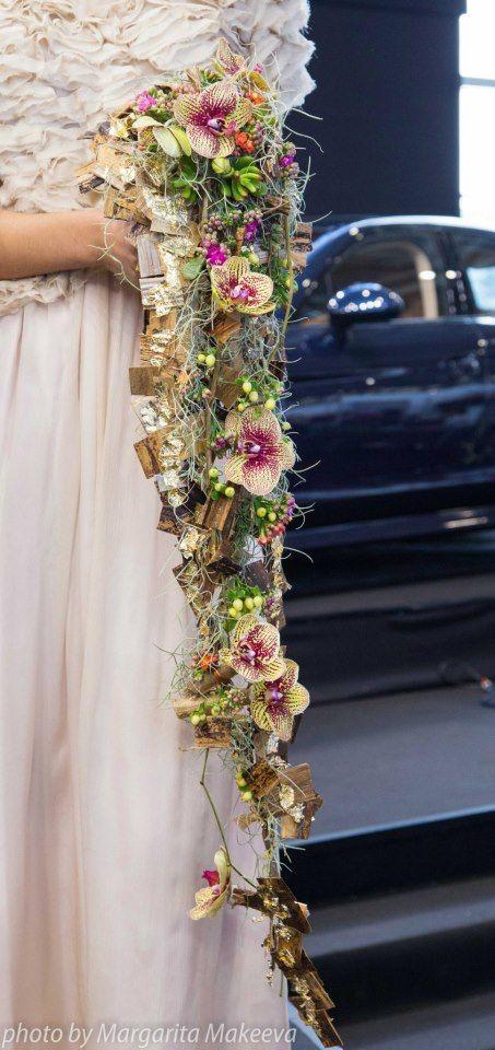 Closeup -- Heavily textural cascading bouquet -- Tahitian gold