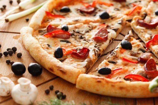 意外と簡単クリスピーからもちもちまでピザ生地のタイプ別レシピ