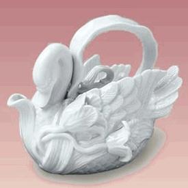 Elegant Porcelain Swan TeapotElegant Porcelain, Teas Time, Swan Shape, Teas Pots, Shape Teapots, Porcelain Swan, Teapots Maryland, Teas Parties, Swan Teapots