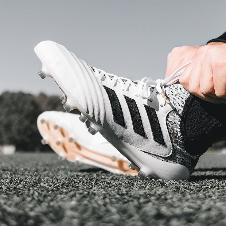 Class 👌 The Copa gets a small upgrade in the @adidasfootball Skystalker #COPA18. Hit this image at the link in the bio for our play test 🎥 review. - Available + free shipping and the full Skystalker pack now on SOCCER.COM — 📷: @danielkobin — #soccerdotcom #adidasfootball #adidas #copa #soccer #HereToCreate