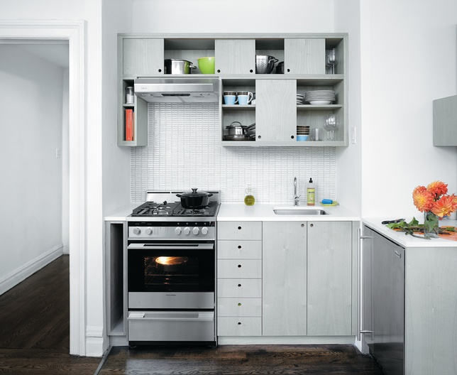 <3 the upper cabinets. This is pretty much what I'd do in a small kitchen, but I'd make sure they'd go on all the way up to the ceiling.