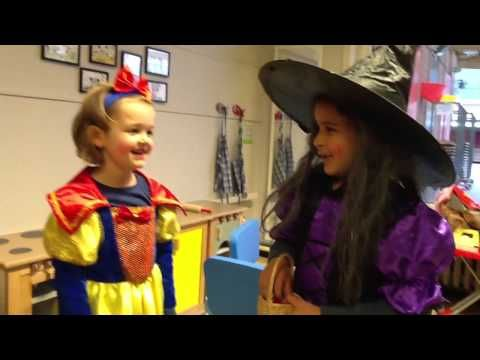 Sprookjesfoto's (dramaoefening bij lesmethode DramaOnline) - YouTube