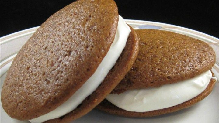 These spicy whoopie pies are flavored with cinnamon, ginger, and ...