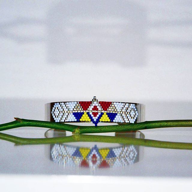 Manchette symboles géométriques   #instacreative #newcreation #manchette #jewelry #tissageperlesmiyuki #brickstitch #jenfiledesperlesetjassume #symbole #geometrique #cuff #perlesaddict #perlesmiyuki