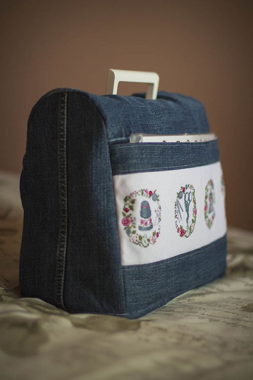Denim sewing machine cover (picture only). Pattern: http://blogs.masterclassy.ru/kak-sshit-chehol-dlya-shveynoy-mashinki.html