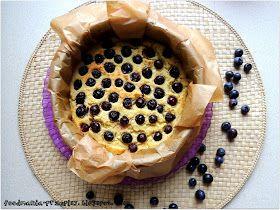 Ciasto jaglane z borówkami; foodmania.   1 szkl. kaszy jaglanej,  150g borówek,  1 dojrzały banan,  2 białka jaja,  1 łyżka nerkowa,  1 łyżeczka stevi
