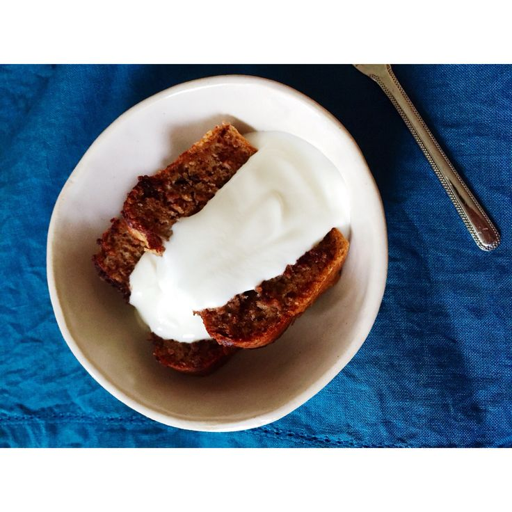 Homemade chocolate banana cake with yogurt. Original by heelsandmacarons