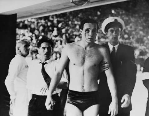 Ervin Zádor - Bloody fight in the water. Most historic water polo match at the Melbourne Olympics in 1956 between the state fraction Hungary vs USSR. The match lasted brutal as the impact of the Hungarian revolution of war with the Soviet Union. Ultimately pertandiangan Hungary won 4-0 and successfully defend the gold medal.