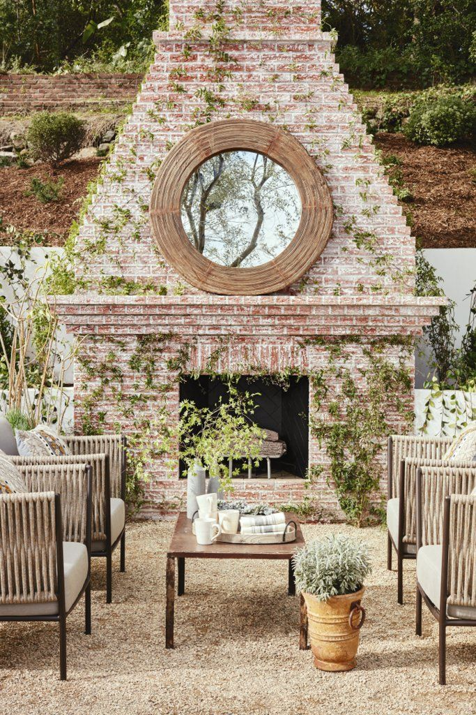 """With a backyard designed for entertaining, from the al fresco dinner table to the cozy conversation areas, Julianne knows a thing or two about hosting outdoor events. Music and flowers are her two outdoor entertaining must haves. """"Music would be top on the list to really create the perfect backdrop to any party. I always love to use fresh flowers that are in season that add pops of color and also smell fresh and summery."""""""