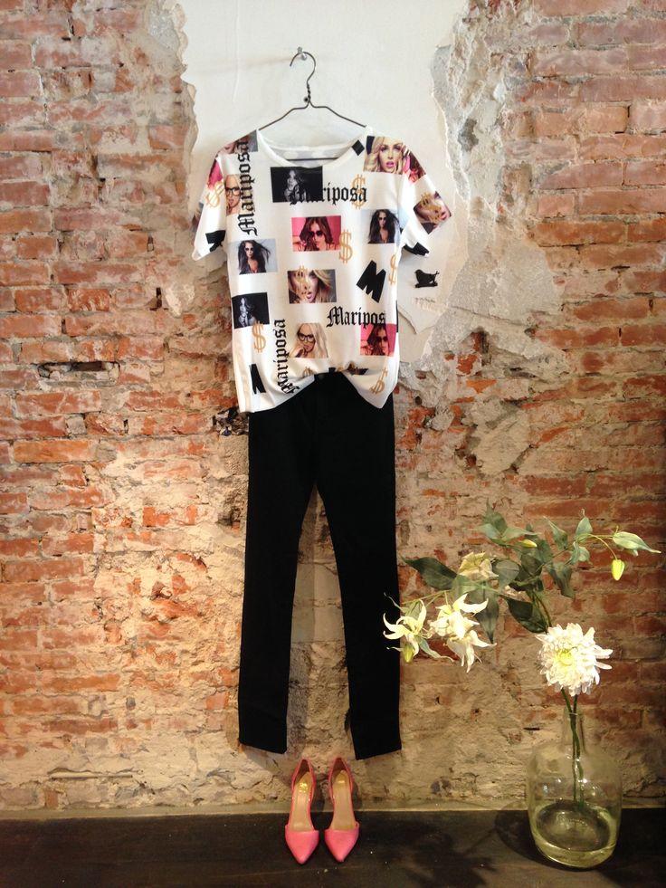 Lot 7 #fashion #lente #2015. Witte top met print (€ 29,95) met stijlvolle roze pumps (€ 45,-) en zwarte skinny #jeans (€ 25,-).