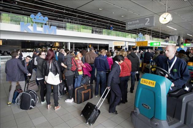 Fregadora Tennant T12 ecH2O en el aeropuerto de Schipol en Amsterdam. Otro aeropuerto que apuesta por la Limpieza Sostenible: menor consume de agua y detergente