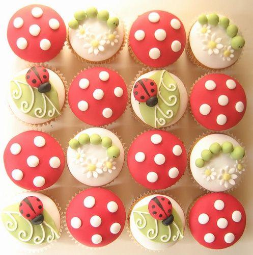 Cupcake Joaninha. R$ 6,00 a unidade. Veja mais fotos em www.formiguinhasdoces.com.br