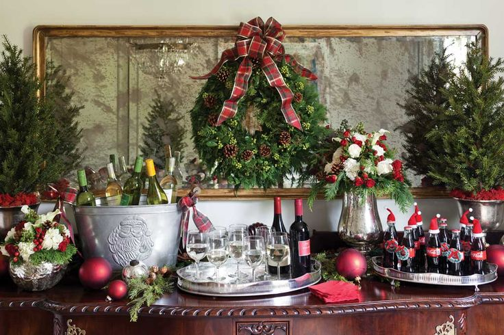 holiday open house | Invite neighbors and friends from all your social circles to drop by for a casual and relaxed gathering. A beautiful and festive atmosphere complete with tasty pickup fare is sure to get everyone into the spirit of the season. |