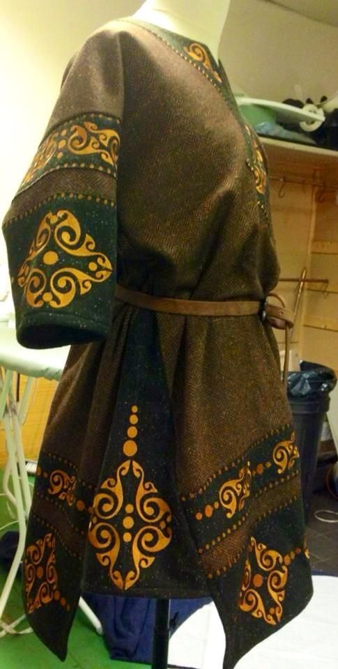 Celtic La Tene style tunic by www.etsy.com/shop/CustomCostum…