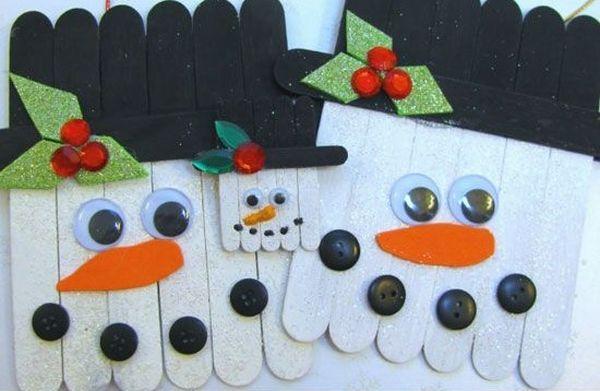 Decoratiuni de iarna din betisoarele de lemn de la inghetata S-ar parea ca anul acesta omul de zapada este prezent in cele mai multe idei de decoratiuni pe care vi le-am propus ca proiecte de tip Do It Yourself http://ideipentrucasa.ro/decoratiuni-de-iarna-din-betisoarele-de-lemn-de-la-inghetata/