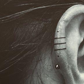 Ear tattoo by @indyvoet, thank you again! #tattoo #tattooed #tattoedgirl #ear #earpiercing #eartattoo #lines #stickandpoke #brussels #purplesuntattoo