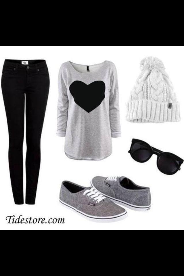 Una comoda combinación de negro con gris para salir un domingo otoñal entre amigos!