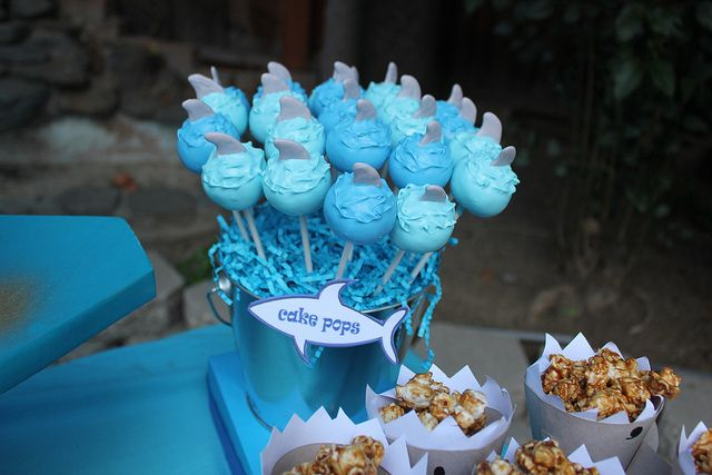 shark cake pops | Shark fin cake pops | Flickr - Photo Sharing!
