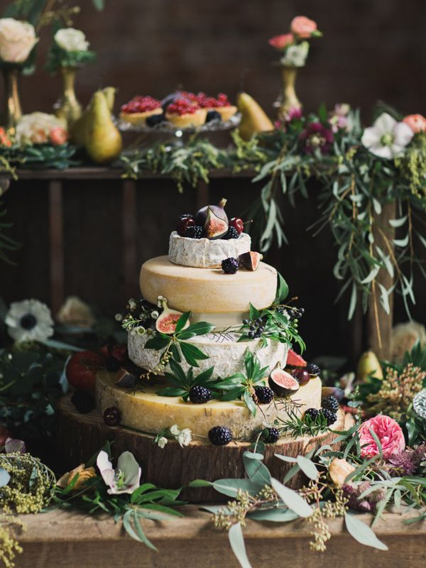 Cheese cake topped with figs and other fruit. Ruffled – photo by http://www.paulaohara.com/ – http://ruffledblog.com/irish-destination-wedding-inspiration/