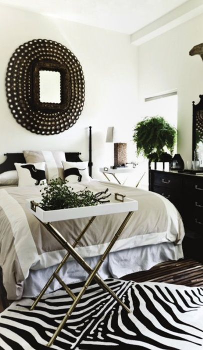 .: Beds Rooms, Black And White, Bedrooms Design, Interiors Design, Zebras Rugs, Design Bedrooms, White Rooms, Black White Bedrooms, Bedrooms Decor