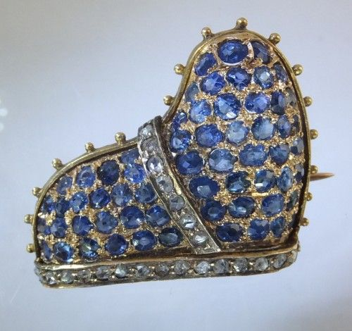 Doge of Venice's hat brooch with sapphires | Small antique gold, sapphires and diamonds brooch in the shape of the Doge of Venice's hat.The hat was a symbol of the Office of the elected ruler of Venice. In the nineteenth century during the Grand Tour jewelry was made as reference to all historical aspects of the rich culture of Italy. Italian ca. 1860.
