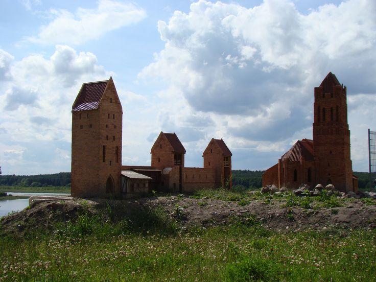 Makiety na ruinach Zamku Krzyżackiego w Prabutach #Prabuty #pomorskie #kologotyku #zamek #rowery