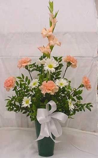 Gladiola Carnations Amp Daisies 26 00 2013 Funeral Amp Cemetery Floral Designs Pinterest