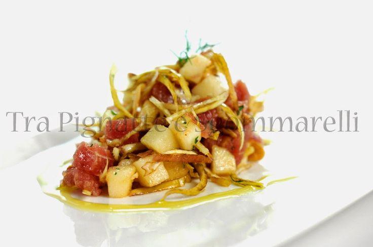Insalata di tonno crudo, carciofo romanesco, mele renetta e mandorle tostate al sale marino | Tra pignatte e sgommarelli