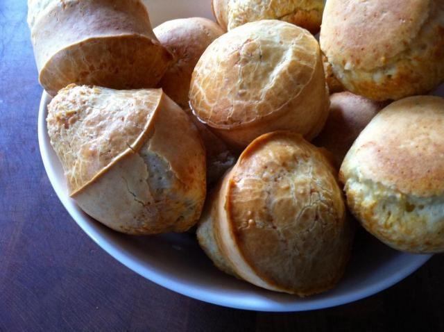 Pão de queijo, die verdraaid lekkere Braziliaanse kaasdingetjes | etenenzo