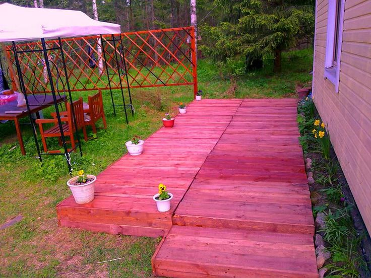 Hi guys, 14 pallets and a half, 2 days and half of work, 5.4 liters of wood-oil, nails recycled from other dismantled pallets. Wood cubes are used under, so the pallets are not in contact with the yard grass, the grass under is not removed so it grows in between pallet's gaps. I get my... #Garden, #Outdoor, #PalletTerrace, #RecyclingWoodPallets