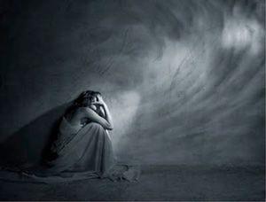 Depressione è uno stato emotivo volto al passato e in particolare alla percezione di ineluttabilità di fronte a un evento passato.