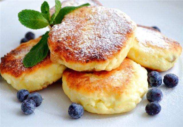 Surniki / Syrniki - Cheesecakes of cheese (curd) - Cottage Cheese Pancakes  recipe http://ukrainian-recipes.com/tag/surniki/
