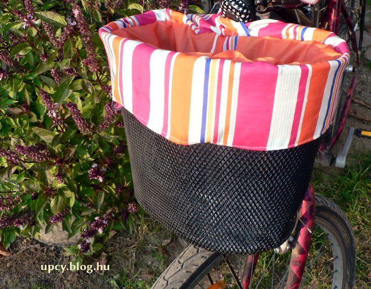 Recycled bicycle basket - old denim jeans. Régi farmerből kerékpáros kosárba táska, újrahasznosítás.