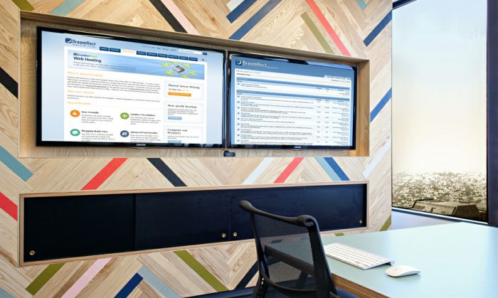 Office tour dreamhost s los angeles office tv walls for Design 4 office lausanne