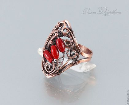 Купить или заказать Перстень из меди с кораллом в интернет-магазине на Ярмарке Мастеров. Перстень выполнен из меди и коралла в технике wire wrap. Искусственно состарен и отполирован, покрыт лаком.