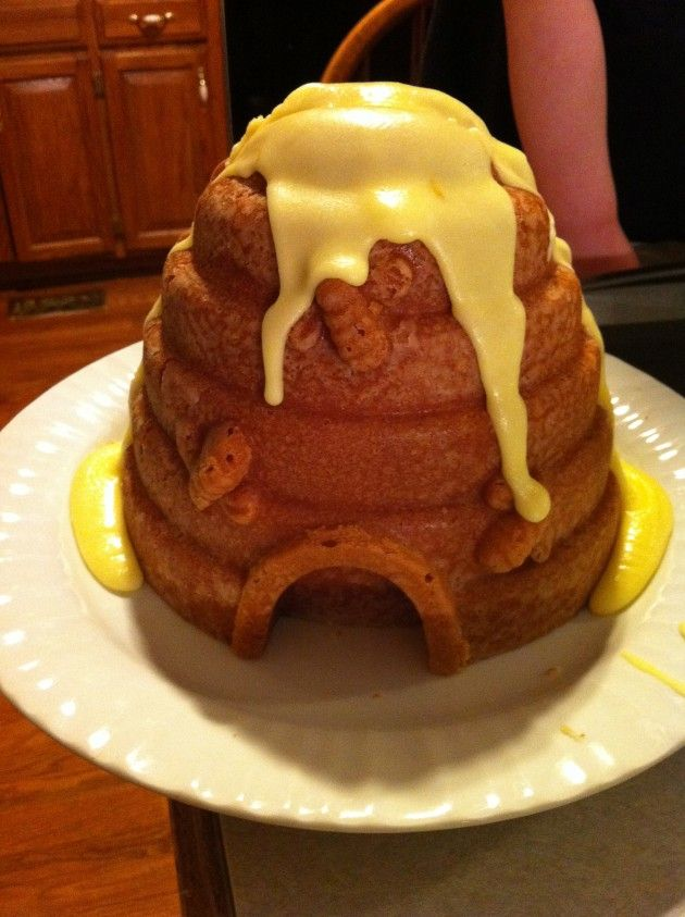bee hive cake pan mold and cake