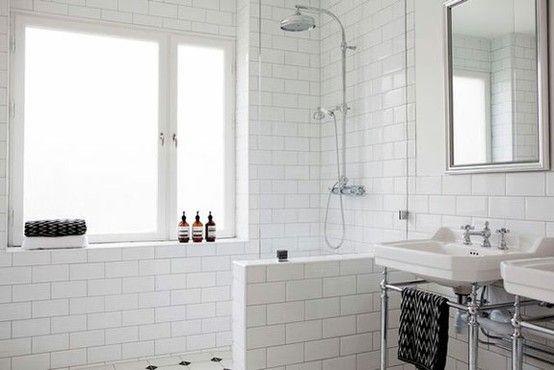 Hvide klinker http://coloramaboligdromme.com/2012/05/31/hvide-fliser-og-farvede-fuger-er-et-hit/
