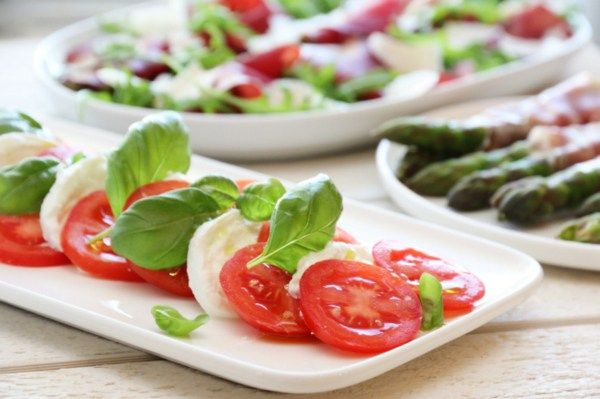 Antipasti, caprese, asparges og bresaola mm