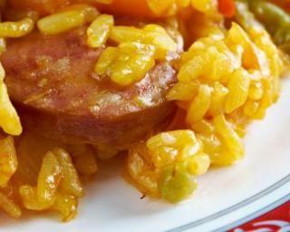 Risotto aux 2 chorizos et à la tomate séchée : http://www.fourchette-et-bikini.fr/recettes/recettes-minceur/risotto-aux-2-chorizos-et-la-tomate-sechee.html