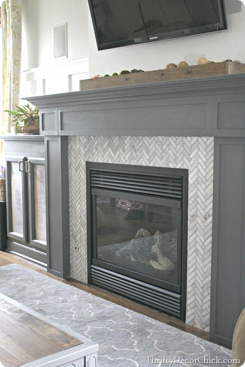 This is a great tiling tutorial + isn't the marble herringbone design amazing? Love it ! @thriftydecor