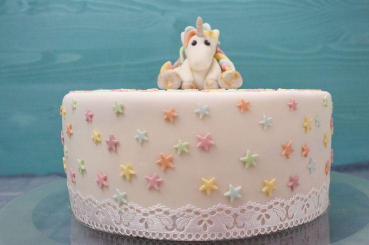 regenbogentorte backen, regenbogen torte backen, rainbow cake deutsch, torten backen, torten rezepte, einhorn kuchen, mit einhorn, einhorn selber machen, einhorn verschenken, geschenkideen für mädchen