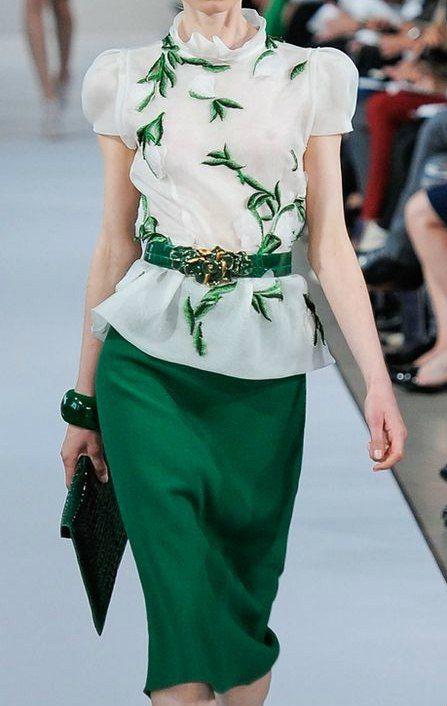 Обычный зелёный цвет, но очень редко встречается в одежде.