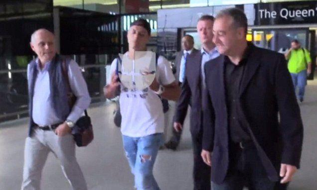 West Ham transfer news: Javier Hernandez arrives Heathrow