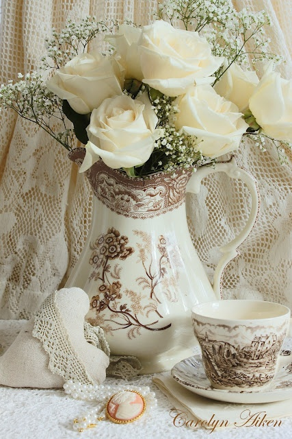 White roses in brown transfer ware: Teas Tables, Teas Time, Romantic Flower, White Rose, Shabby Chic, Afternoon Teas, Country Farmhouse, House Gardens, Teas Parties