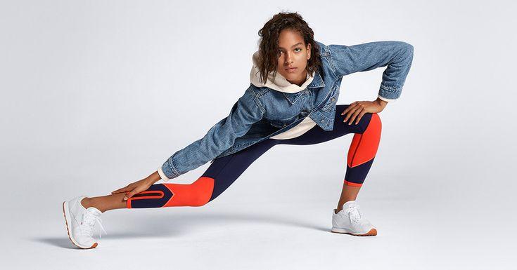 動きやすさとファッション性を備えた #GapFit で、アスレジャースタイルを楽しんで。  ドルマンジップ クロップドフーディ ¥4,900 オーバーサイズジーンズジャケット ¥9,900 gFastスポーツレギンス ¥6,900
